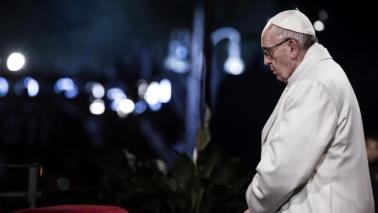 "Via Crucis, Papa: ""Croce nei profughi e in vittime terrore"""