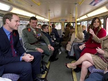 Will e Kate fanno voto di povertàEcco due pendolari in metrò Foto