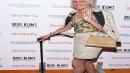 Irriconoscibile anziana Heidi Klum
