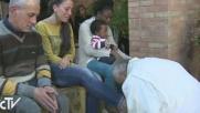 Papa Francesco, rito della lavanda dei piedi con profughi