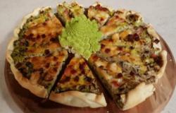 Torta salata con broccoli, prosciutto e provolone