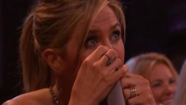 """""""Friends"""", la Aniston piange in tv: """"I nostri migliori 10 anni"""""""