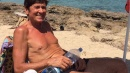 Gianni Morandi, social mania anche in vacanza