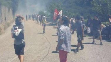 Val di Susa, scontri No Tav-polizia:lanciati lacrimogeni