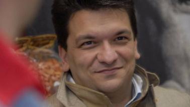 14:52 - Ciro Moccia, titolare con i fratelli dell'azienda Fabbrica della Pasta di Gragnano (Napoli), è stato ferito a colpi di pistola davanti alla sua abitazione mentre era in auto con il figlio.