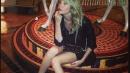 Alessia, gambe nude da sbando