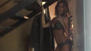 Melissa Satta, camerino bollente in stivali e lingerie