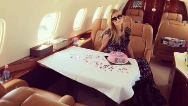 Paris Hilton, 35 anni in versione extra lusso per l'ereditiera trasgressiva
