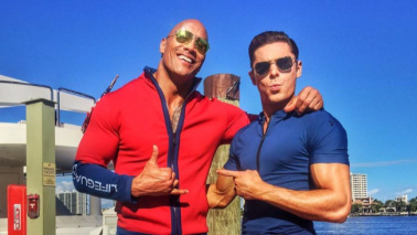 """Baywatch"", The Rock e Zac Efron sul set: prime foto"