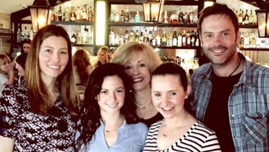 Settimo Cielo, reunion del cast nel ristorante di Jessica Biel