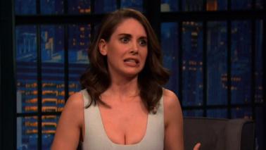 """Alison Brie di Mad Men: """"Mi sono fatta pipì addosso sul set"""""""