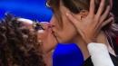 """""""Zelig"""", scatta il bacio saffico tra Teresa Mannino e Paola Cortellesi"""