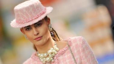 Parigi, Chanel sfila al supermercato