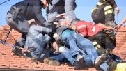 Sanremo, minaccia di gettarsi dal tetto: bloccato da agenti