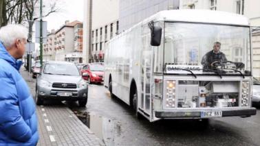 """Sulle strade lituane viaggia il primo bus """"eolico"""" del mondo"""