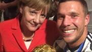 La Merkel negli spogliatoi: selfie con i giocatori