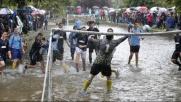 Inghilterra, passione calcio: si gioca anche nel fiume