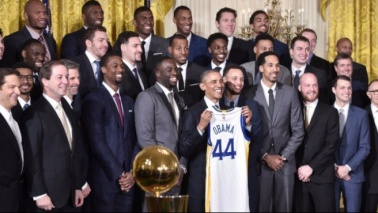 "I Warriors da Obama FOTO""Presidente, gioca con noi?"""