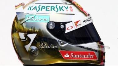 F1, tutto pronto: piloti e caschi in posa a Melbourne