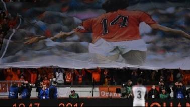 Olanda-Francia, al 14' il tributo al leggendario Johan Cruyff