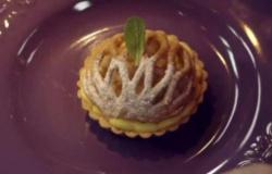 Crostatine con crema pasticcera salata e pere caramellate