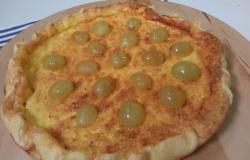 Crostatine alla crema di grana padano e uva