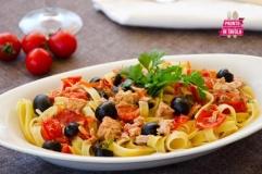 Tagliatelle al tonno e olive nere