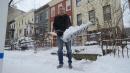 Neve a New York, anche il neosindaco De Blasio si mette a spalare davanti a casa