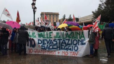 Venezia, protestano No Tav, No Trivelle e No Grandi Navi