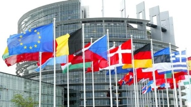 """Ue, l'Italia """"rimandata"""": tiene l'accordo sul deficit"""