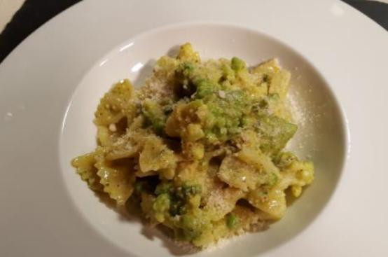 Farfalle con broccolo romano e pesto di pistacchi