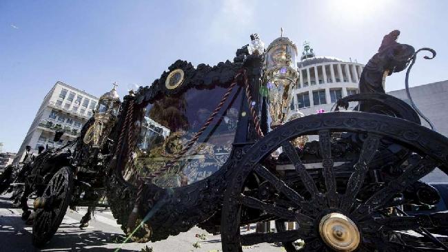 Sei cavalli, una carrozza e la banda: il funerale del boss è in stile