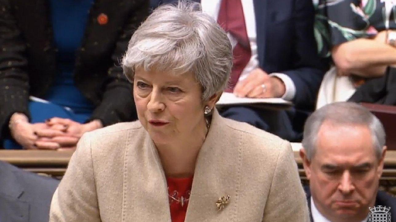 Brexit, il premier May apre a un secondo referendum | No di Corbyn