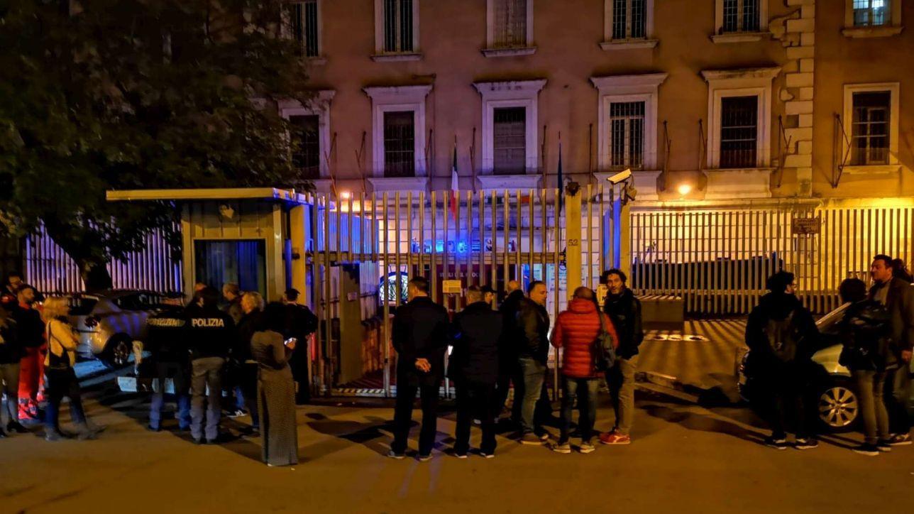Campobasso, rivolta in carcere: i detenuti si barricano | La protesta rientra dopo l'incontro con la direttrice