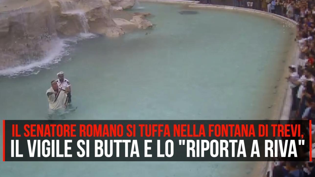Nella Fontana diTrevi vestito da senatore romano, multa e Daspo