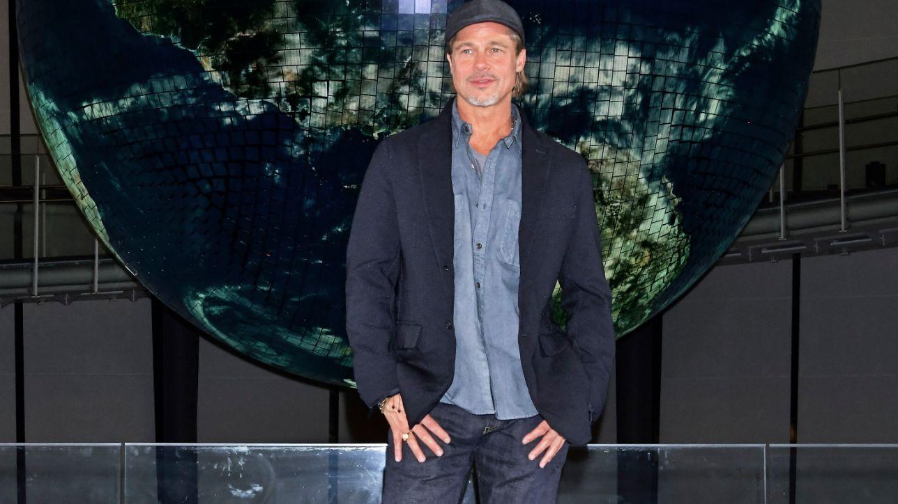 Brad Pitt chiama la stazione spaziale: