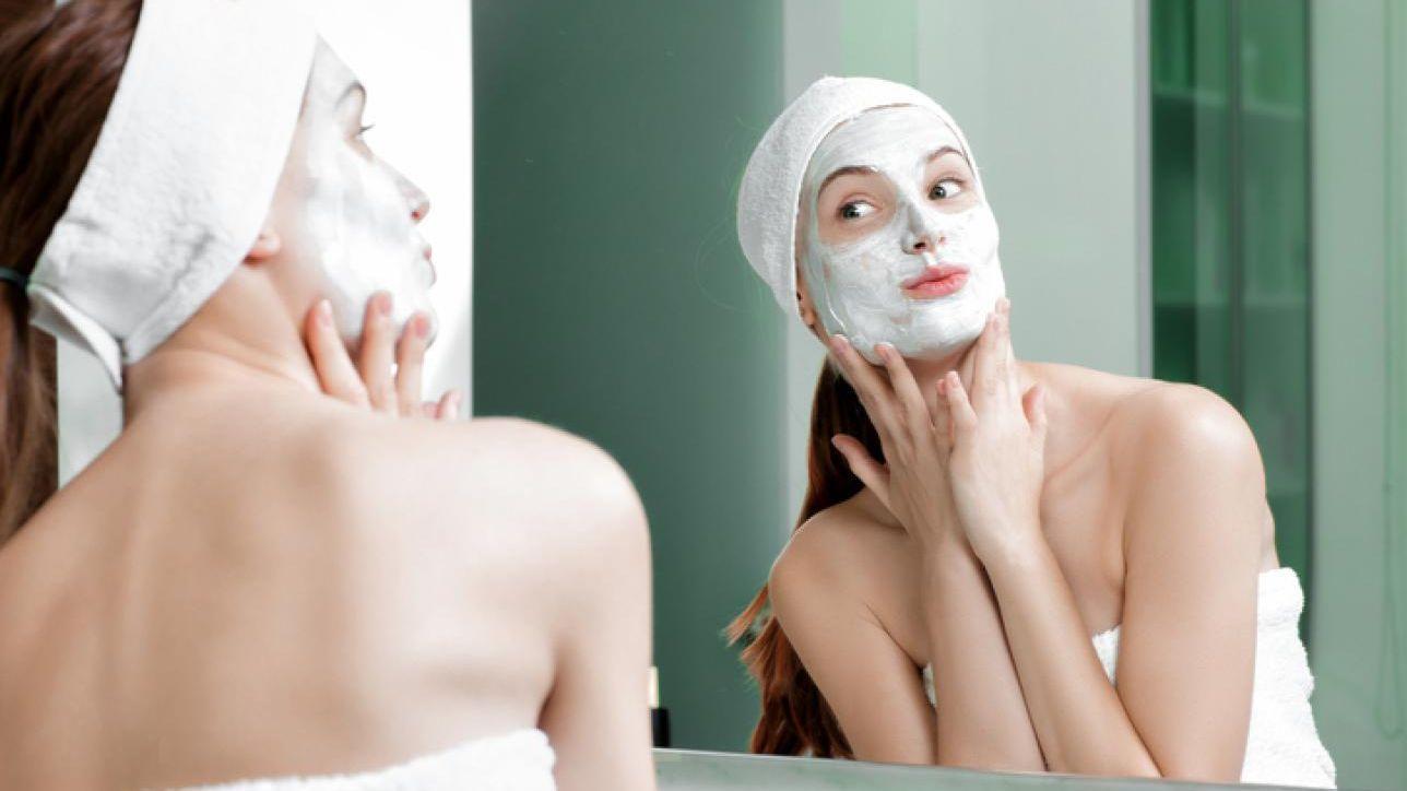 Hai la pelle grassa? Combattila coi rimedi naturali