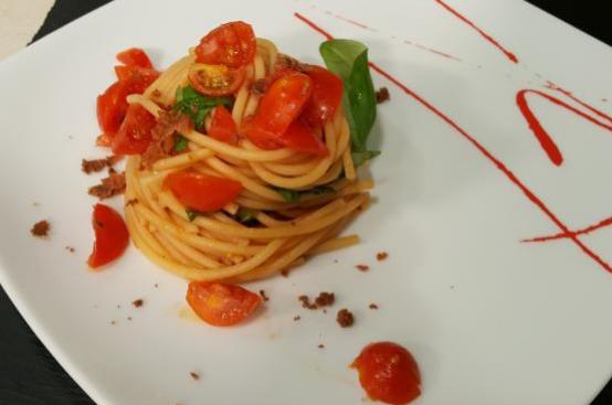 Spaghetti pomodorini, limone, bottarga e basilico