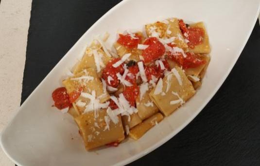 Paccheri ai pomodorini gratinati con formaggio ricotta