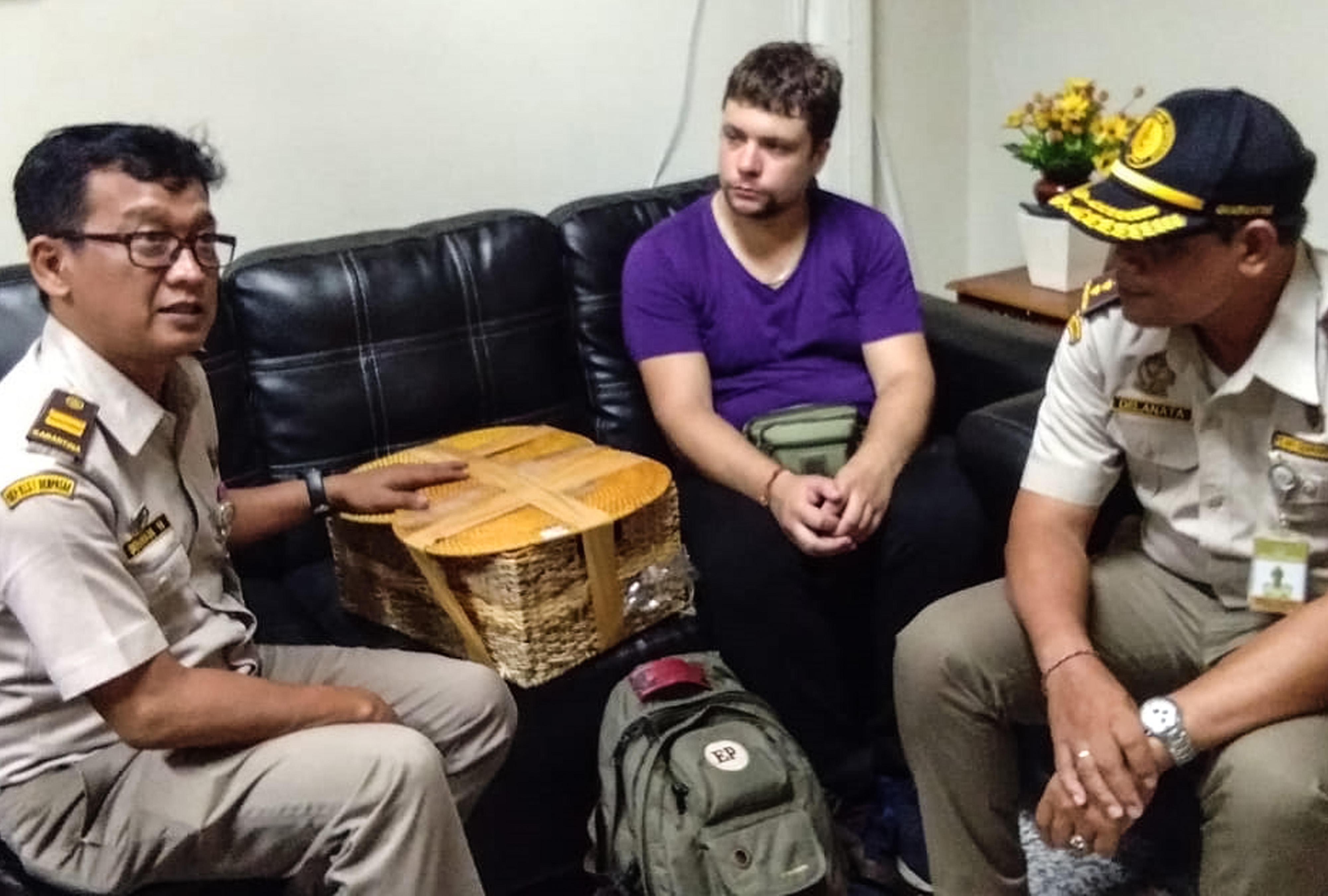 Bali, arrestato turista con un orango in valigia