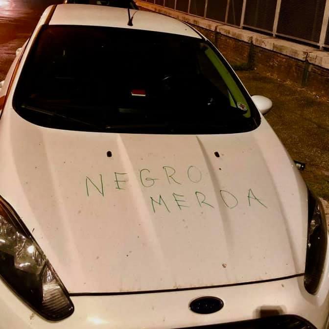 Roma, scritta razzista sull'auto di un medico camerunense della Croce Rossa