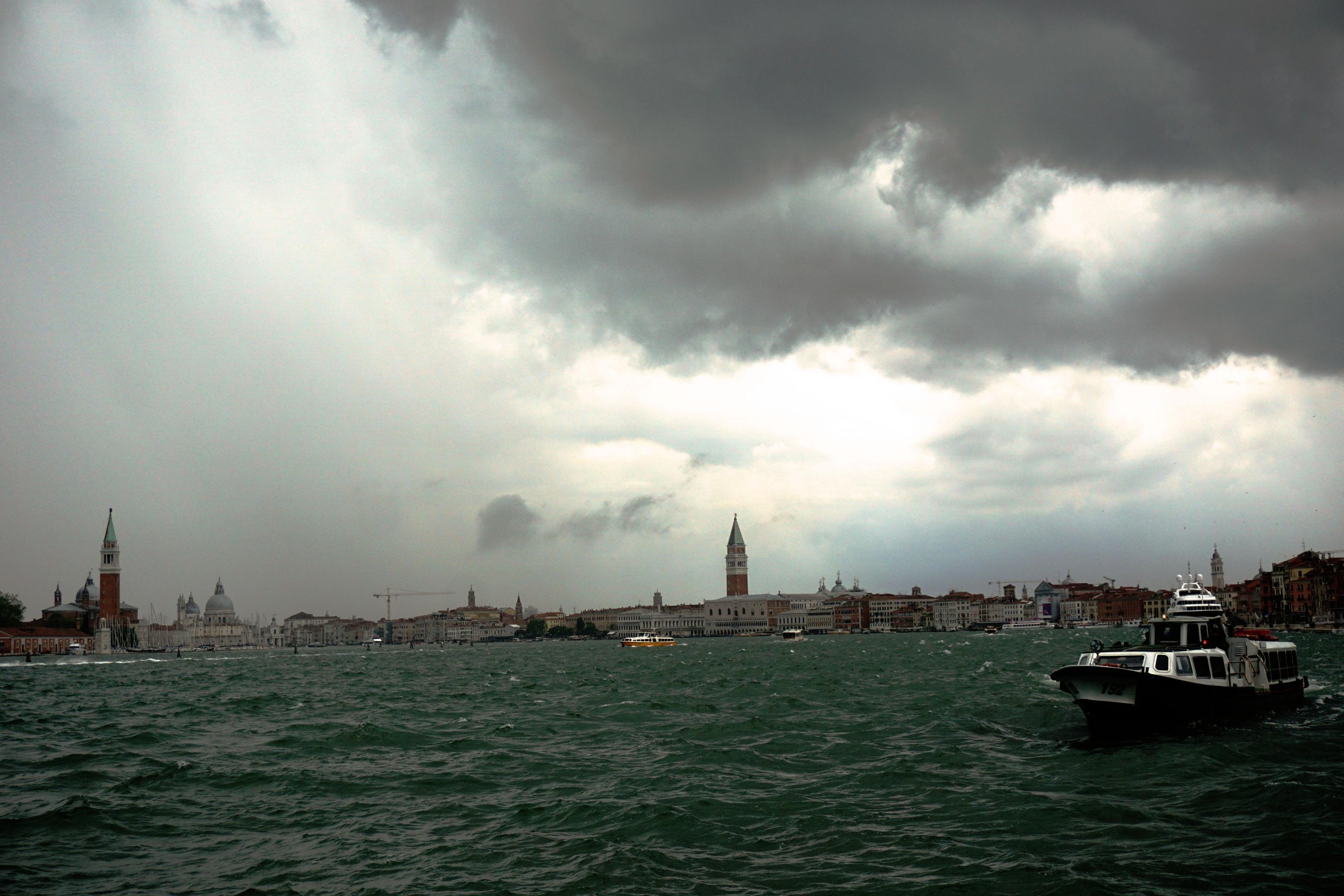 Maltempo, nubifragio si abbatte su Venezia