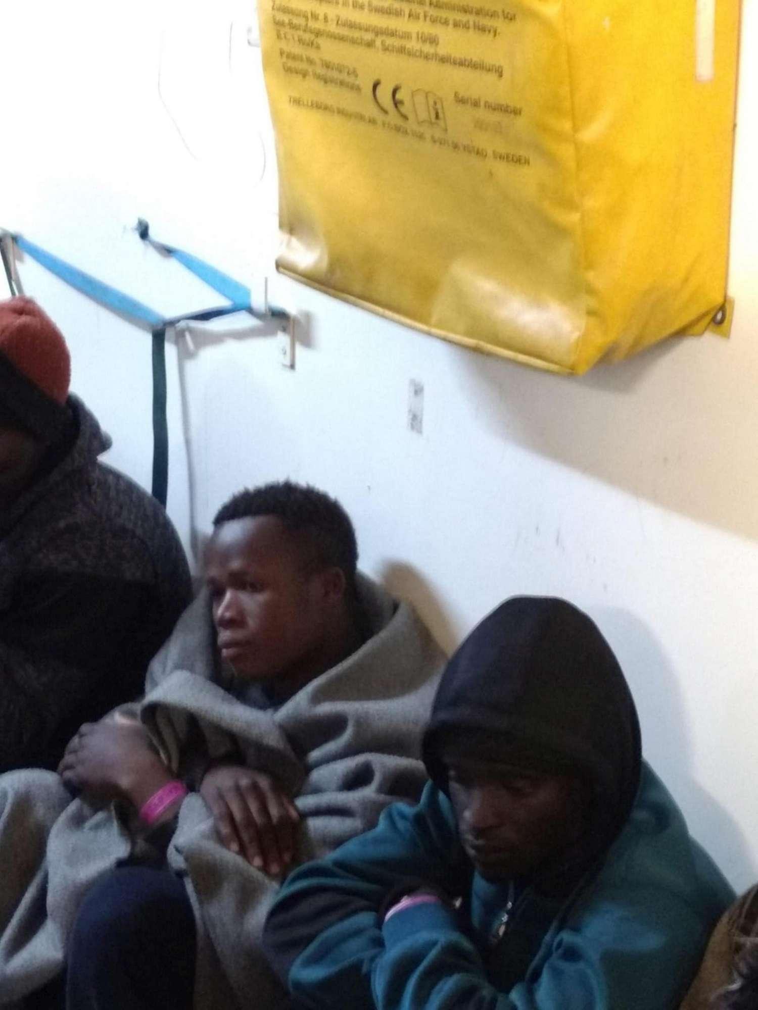 Le foto dei migranti a bordo della Sea Watch