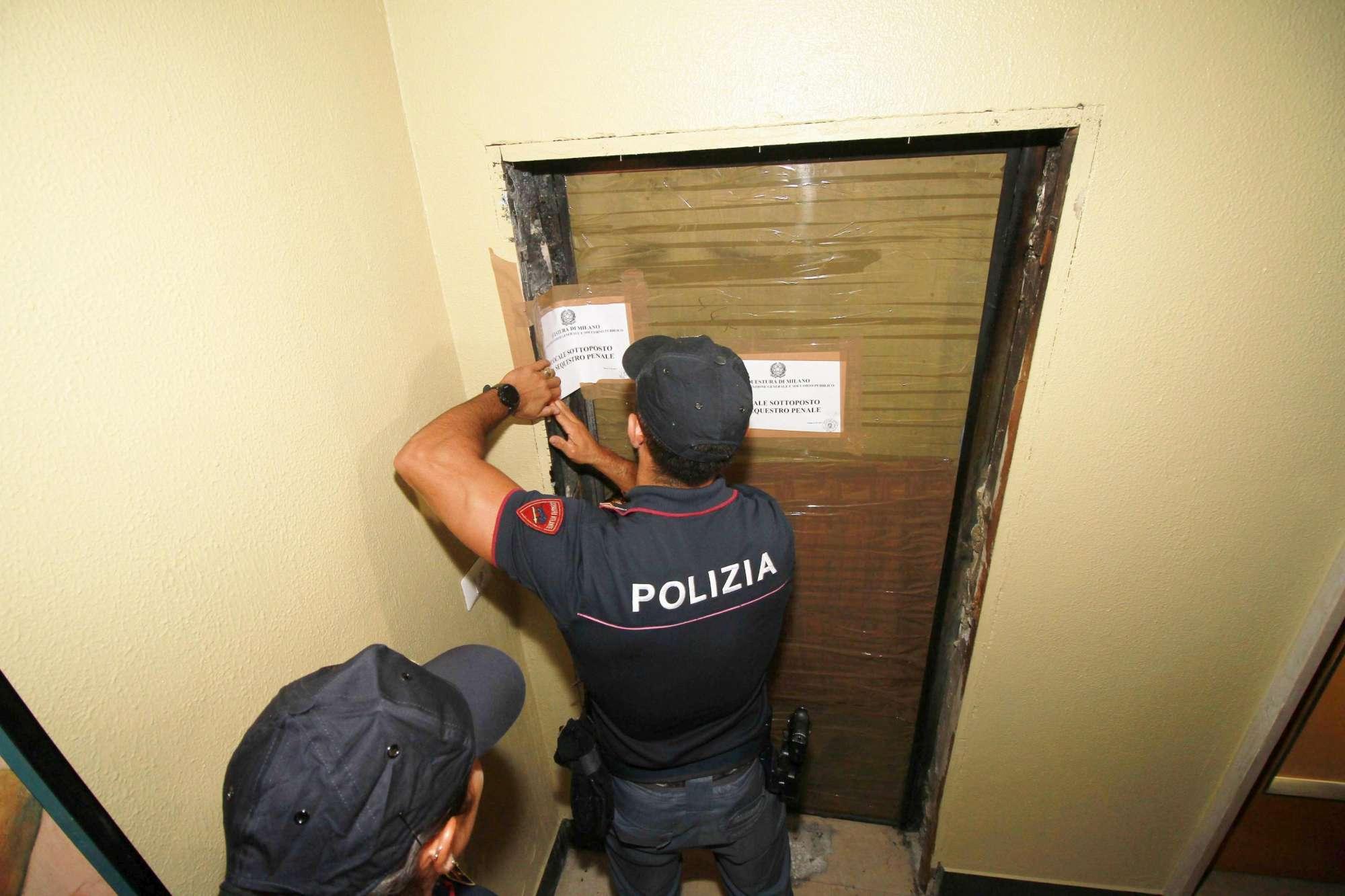 Milano, 59enne uccisa in casa a coltellate: arrestato il marito