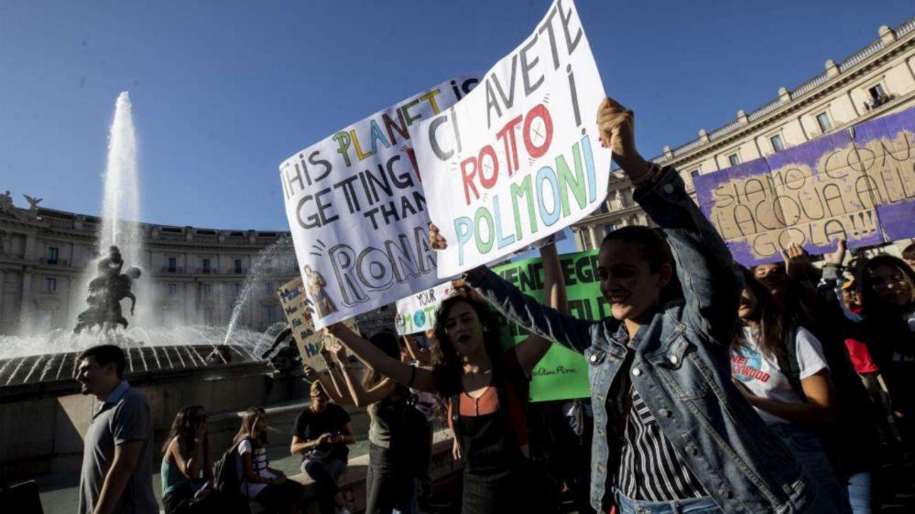 Giovani in piazza in tutta Italia: