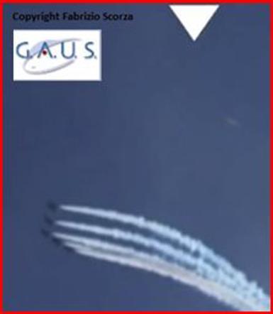 Forte dei Marmi, durante un'esibizione delle Frecce tricolori filmato un Ufo