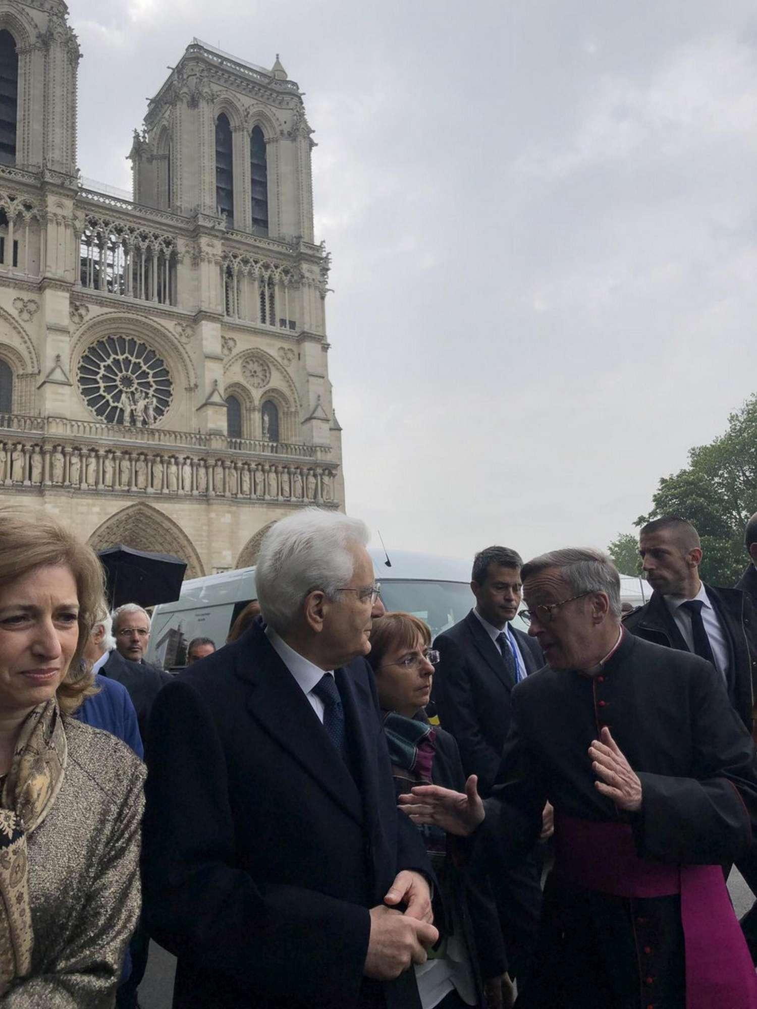 Mattarella a Parigi, prima visita a Notre-Dame