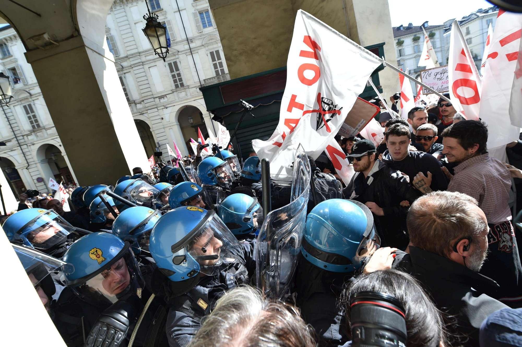 Torino, cariche della polizia contro i No Tav