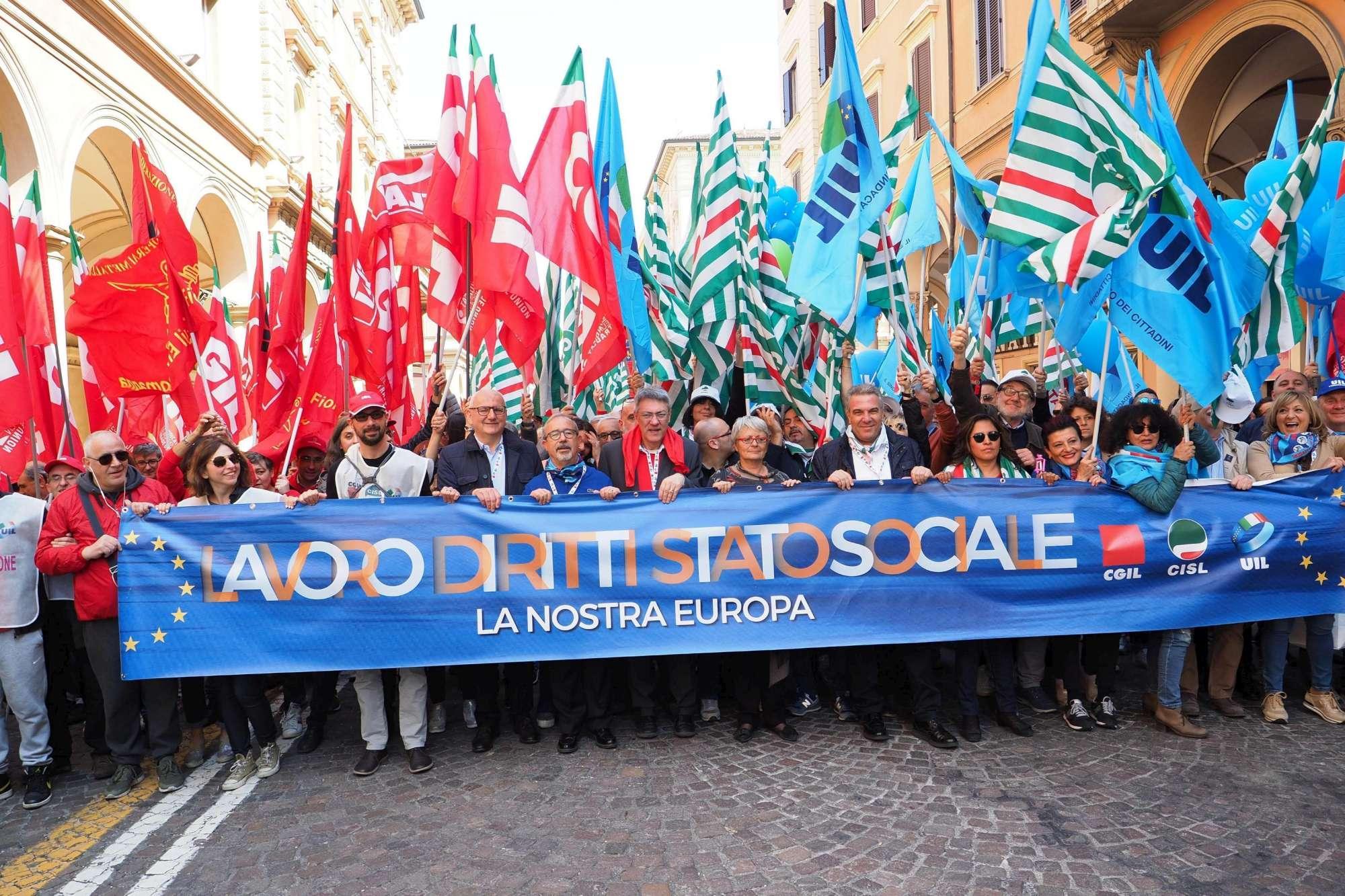 Primo Maggio, in 30mila a Bologna con Cgil, Cisl e Uil
