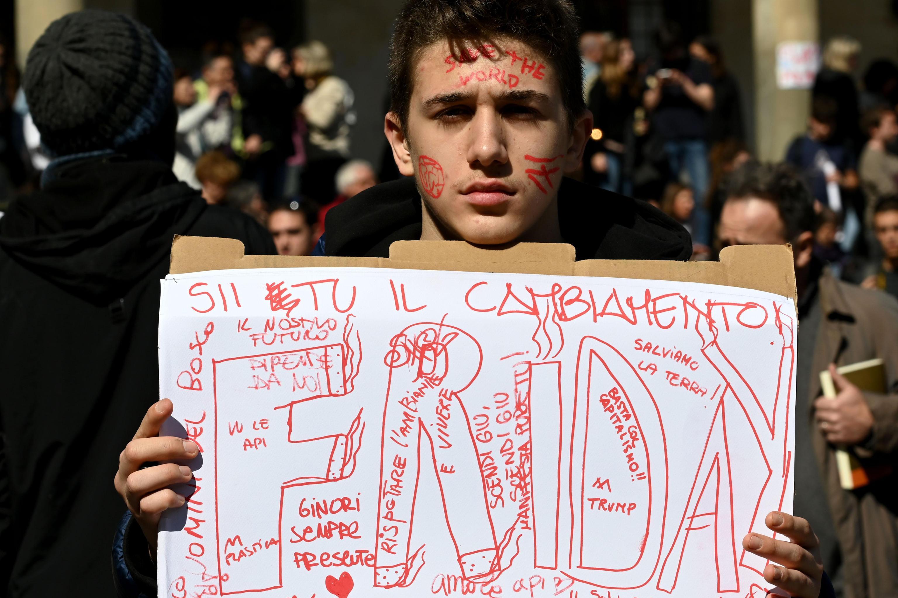 Clima, studenti in piazza anche in Italia